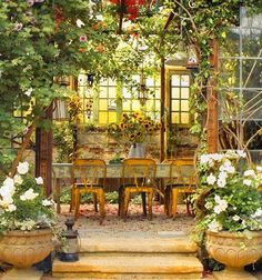 French  Decorating magazine. - would love this in my future home backyard! This is stunning and so inviting!