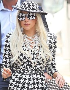3ce9470a03b83 Hounds tooth lady gaga - Google Search Houndstooth Dress, Amy Winehouse,  Black White Fashion