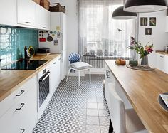 Wyspa kuchenna, w #kuchni nawiązującej stylem do przedwojennych kamienic.