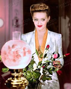 Bette Davis portrays heiress Charlotte Vale in the 1942 classic NOW VOYAGER. Color enhanced image by Hollywood Pinups from the b&w original. Bette Davis, Rita Hayworth, Golden Age Of Hollywood, Elizabeth Taylor, Celebrity Photos, Movie Stars, Pin Up, Models, Color