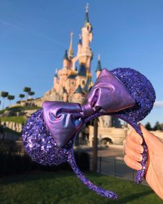 Welcome to the official website of Disneyland Paris. Discover 2 Disney Parks, 7 Disney Hotels, a golf course and Disney Village for even more magic and fun. Disney Diy, Diy Disney Ears, Disney Crafts, Cute Disney, Disney Land, Disney Magic, Little Mermaid Minnie Ears, Disney Minnie Mouse Ears, Disneyland Paris