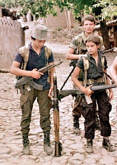 El Salvador Civil War. FMNL Guerrillas. MPIKMS-72 and M16A1.