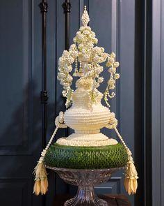 Thai Style, Flower Garlands, Leaf Art, Flower Designs, Flower Art, Floral Arrangements, Arts And Crafts, Presents, Ceiling Lights