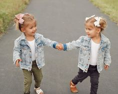 You're my bestfriend! Tag your bestie ❤️ Cute Twins, Cute Baby Girl, Baby Faces, Cute Faces, Little Kid Fashion, Baby Girl Fashion, Twin Girls, Twin Babies, Beautiful Children
