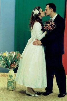 Zdjęcie ślubne Pawła Kukiza z żoną Małgorzatą ___ 1991 Just Married, Polish, Celebs, Weddings, Stars, World, Wedding Dresses, Fashion, History
