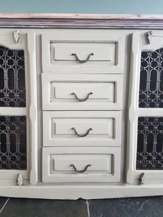 Love the ironware on this chunky sideboard. Mineral Paint, Furniture For You, Upcycled Furniture, Sideboard, Home Accessories, Chic, Home Decor, Sideboard Cabinet, Shabby Chic