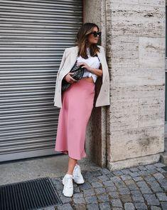 Rock, 26 £ bei Zara - Wheretoget - Pretty In Pink - kleidung Pink Skirt Outfits, Pink Midi Skirt, Midi Skirt Outfit, Satin Midi Skirt, Spring Outfits, Mini Skirt, Dress Skirt, Zara Fashion, Look Fashion