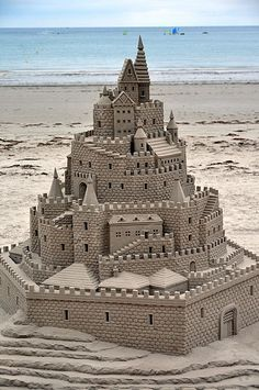 Look at that amazing sand castle!!! ^  Wow! An impressive, detailed, beach castle!
