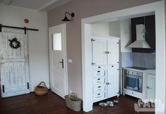Provence kuchyně inspirace - Venkovská bytovka - Favi.cz Provence, Lockers, Locker Storage, Cabinet, Furniture, Design, Home Decor, Plants, Clothes Stand