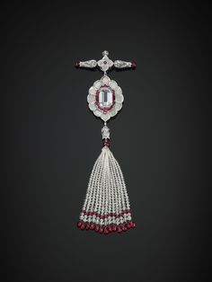 Tassel brooch. Diamonds and rubies in platinum. Bhagat, Mumbai, 2011. Central diamond weighing 10.03 carats (D color, IF clarity, Type IIa) © The Al Thani Collection. Photo: Prudence Cuming Associates (=)