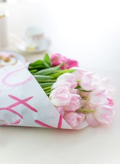 Spring in pink Valentine Day Crafts, Be My Valentine, Mother's Day Bouquet, Diy Crafts To Do, Pink Tulips, Spring Blossom, Drawing, My Flower, Happy Mothers Day