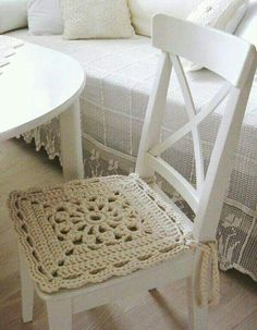 Inspiration in white - crochet chair cover. Love Crochet, Beautiful Crochet, Diy Crochet, Crochet Crafts, Crochet Projects, Crochet Ideas, Diy Crafts, Crochet Motifs, Crochet Squares