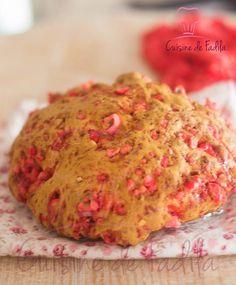 Brioche Praluline®, mie filante au bon gout de beurre et pralines rose