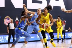 Candace Parker, Women Athletes, Wnba, Great Women, Athletic Women, In Hollywood, Homecoming, Basketball Court, Chicago