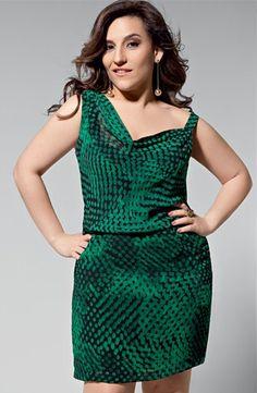 ''Adoro produções irreverentes e que chamem a atenção'' Simone Gutierrez, atriz.  Decote assimétrico - Para variar os modelos em V, você pode chamar a atenção para os ombros, o colo e os braços com o um ombro só ou alças diferentes. Eles atraem os olhares para o rosto e para a parte mais alta do seu corpo. Além disso, o comprimento míni ou logo acima dos joelhos valoriza e alonga pernas curtas.