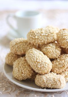 A recipe for Italian Seed Cookies also known as Biscotti di Regina. They are small Italian biscuits coated with sesame seeds that I absolutely adore. Italian Wedding Cookies, Italian Christmas Cookies, Christmas Baking, Holiday Cookies, Holiday Baking, Christmas Recipes, Christmas Ideas, Christmas Foods, Christmas Sweets