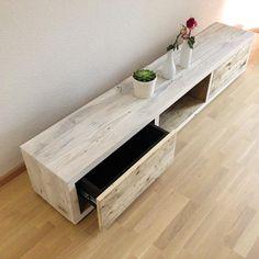 lowboard 014 aus massiven gerustbaubohlen gefertigt schubladen mit push open funktion kabeldurchlassen und schattensockel