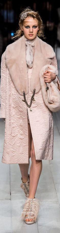 Alexander McQueen Collection Fall-winter 2016-2017