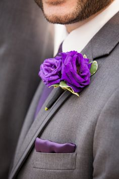 Matching purple flower and pocket square for your groomsmen! Photo: www.eyecontact.ca