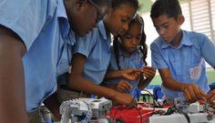 130,800 estudiantes tomarán clases de robótica en este nuevo año escolar http://www.audienciaelectronica.net/2016/08/130800-estudiantes-tomaran-clases-de-robotica-en-este-nuevo-ano-escolar/