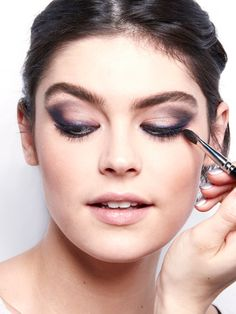 HOW TO METALLIC SMOKY EYES - 2015-holiday-makeup - Maybelline Trends