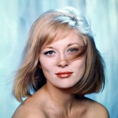 Born 1941 in Bascom, Florida, American actress Faye Dunaway began in the early on Broadway. She made her screen debut in the 1967 film. Steve Mcqueen, Catherine Deneuve, Elizabeth Taylor, Brad Pitt, Hollywood Actresses, Actors & Actresses, Madonna, Gena Rowlands, Beautiful People