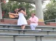 Este casal é o exemplo de que o simples nunca é demais. Nate decidiu não ousar, e foi para o clichê, mas aquele comum que é de arrancar lágrimas. Ele levou a atual noiva até um local especial, e contratou um músico para cantar a música tema deles, Wonderwall do Oasis.  Sendo assim eles aproveitaram o clima romântico para se beijar, e quando Jenny menos esperava, Nate ajoelhou e pediu a namorada em casamento.