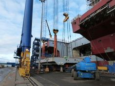 Aft aircraft lift of HMS Queen Elizabeth installed on May 8, 2014