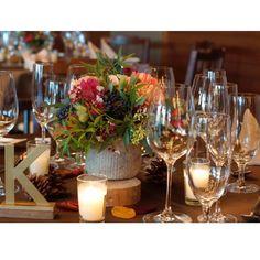 いいね!70件、コメント1件 ― Noritaka Igarashiさん(@noritaka_igarashi)のInstagramアカウント: 「Blown ×red 秋らしいコーディネートには実物とブラウンのクロスで #wedding #bridal #weddingflowers #tablecoordinate…」