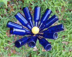 Beer Bottle Tree The Bottle Cap by GnakedGnomery on Etsy Bottle Garden, Diy Bottle, Blue Bottle, Wine Bottle Crafts, Glass Garden, Bottle Art, Beer Bottles, Glass Bottles, Solar Light Crafts