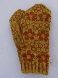Tanssivat Puikot. Finnish mittens