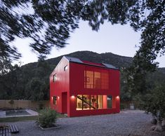 This Modular Home in Chile Has Us Seeing Red—in a Good Way #prefab #modular #chile #redhouse #felipeassadi