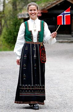 Nordfjordbunad Norway, Travel Photography, Sari, Traditional, Fashion, Moda, Saree, Fashion Styles, Fashion Illustrations