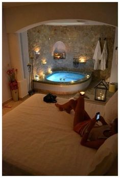 Romantic bedroom with jacuzzi. Romantic bedroom with jacuzzi Romantic bedroom with jacuzzi Dream Bathrooms, Dream Rooms, Romantic Bathrooms, Bedroom Romantic, Romantic Hotel Rooms, Fancy Bedroom, Dream Master Bedroom, Bedroom Brown, Budget Bedroom