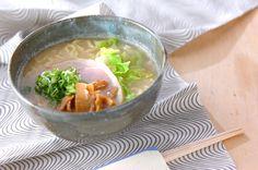 みそベースでありながらトンコツの味のようなこってりスープが美味しい白みそラーメン。白みそラーメン/保田 美幸のレシピ。[中華/麺料理(ラーメン等)]2006.01.09公開のレシピです。