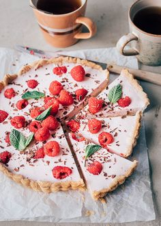 Frambozentaart (simpel recept) - Uit Pauline's Keuken A Food, Food And Drink, High Tea, Vegetable Pizza, Sweet Recipes, Camembert Cheese, Bbq, Cheesecake, Strawberry
