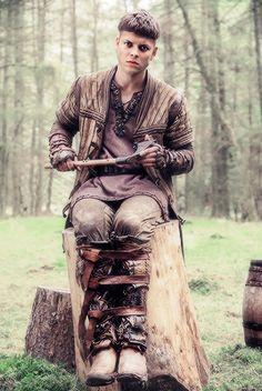 Ivar the Boneless portrayed by Alex Høgh Andersen / Vikings Season 4 b