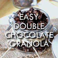 Quick and easy chocolate granola recipe. A wholesome breakfast perfect for all chocolate cravings! Vegan Granola, Chocolate Granola, Granola Bars, Easy Granola Recipe, Plat Vegan, Knead Bread Recipe, Gourmet Recipes, Freezer Recipes, Freezer Cooking