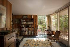 Designed in 1953 by Robin Boyd for Victor and Peggy Stone, this modest home in Melbourne's Eaglemont reflected the progressive attitudes of its owners. Retro Living Rooms, Living Spaces, Interior Decorating, Interior Design, 1950s Interior, Interior Ideas, Stone Houses, Australian Homes, Mid Century House