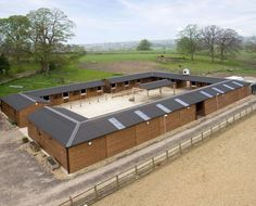 Courtyard stables for horses Equestrian Stables, Horse Stables, Horse Farms, Dream Stables, Dream Barn, Horse Arena, Horse Barn Plans, Best Barns, Horse Property