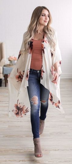 summer outfits ~~~OBSESSED With This Floral Kimono. Can not wait to pull out my kimonos! Cute Summer Outfits, Fall Outfits, Casual Outfits, Outfits With Kimonos, Spring Outfits Women, Casual Jeans, Casual Summer, Casual Tops, Mode Outfits