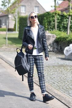 Turn it inside out // Tartan black  Tartan trousers mango - h&m divided white v-neck t-shirt - twice as nice disney mickey mouse necklace - mango leather backpack - Nike air force one sneakers - primark round sunglasses