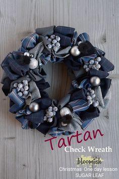 Wreath Crafts, Diy Wreath, Burlap Wreath, Christmas Door Decorations, Christmas Wreaths, Diy Spring Wreath, Fabric Wreath, Xmas Tree, Handmade Christmas