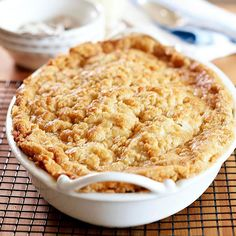 Our Classic Apple Crisp recipe tastes like fall! Just add a scoop of ice cream or some rich custard sauce and caramel for the best apple dessert ever. Best Apple Desserts, Apple Crisp Recipes, Köstliche Desserts, Delicious Desserts, Dessert Recipes, Yummy Food, Apple Crisp Recipe Taste Of Home, Dessert Healthy, Picnic Recipes