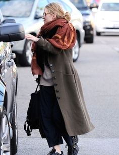 Olsens Anonymous Blog Ashley Bundles Up In Beverly Hills Scarf Fur Long Green Coat Textured Sweater Sweatpants Candid photo Olsens-Anonymous-Blog-Ashley-Bundles-Up-In-Beverly-Hills-Scarf-Fur-Long-Green-Coat-Textured-Sweater-Sweatpants.jpg