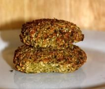 Recipe Brokkoli falafel (vegan und glutenfrei) by camillaseeland, learn to make this recipe easily in your kitchen machine and discover other Thermomix recipes in Hauptgerichte mit Gemüse. Carb Free Recipes, Veggie Recipes, Vegetarian Recipes, Healthy Recipes, Healthy Food, Ratatouille Pasta Recipe, Falafel Vegan, Veggie Patties, Good Food