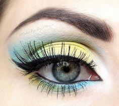 Best Eye Makeup Ideas for Blue Eyes: Yellow and Blue
