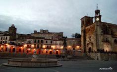 Trujillo.La plaza Mayor al atardecer