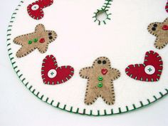 cute appliqued tree skirt:  gingerbread men and hearts