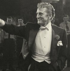 Kirk Douglas at the Oscars in 1950. How do you spell 'Class' ?